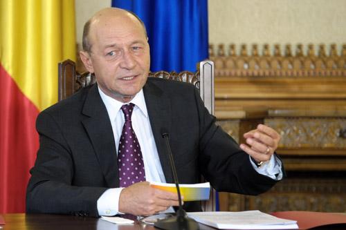Băsescu, despre descentralizare: E crimă administrativă