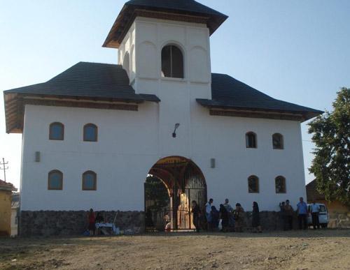 Răsturnare de situaţie la Mănăstirea Bixad, executarea a fost suspendată temporar