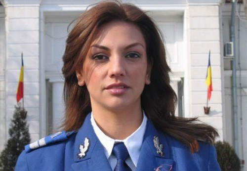 Cea mai frumoasă femeie în uniformă din lume este purtătorul de cuvânt al Jandarmeriei Române