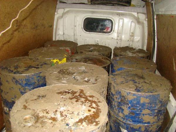 900 litri de motorină confiscate de poliţiştii de frontieră