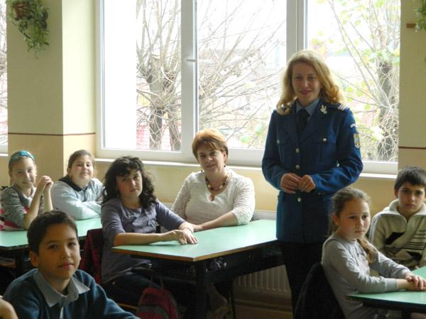 """Campania """"Jandarmeria pe înţelesul tuturor !"""", continuă în şcolile din Satu Mare"""