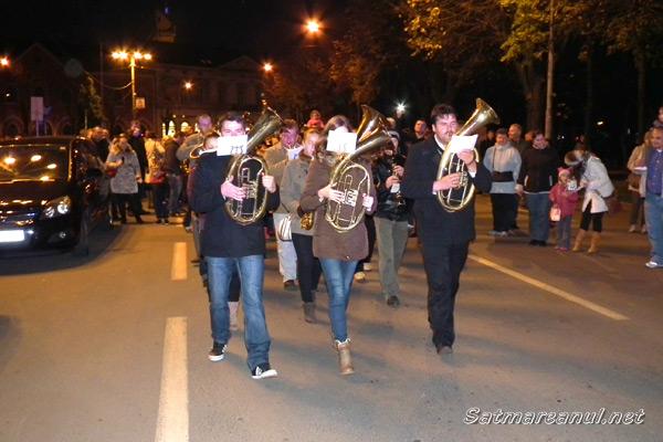 """Sute de sătmăreni la """"Parada Lampioanelor"""", organizată în cinstea Sfântului Martin (galerie foto)"""