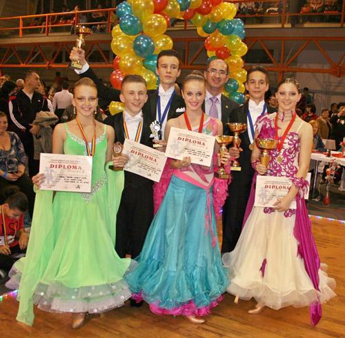"""Şapte medalii pentru """"Royal Dance Club"""" la """"Cupa Potaisa"""" de la Turda"""