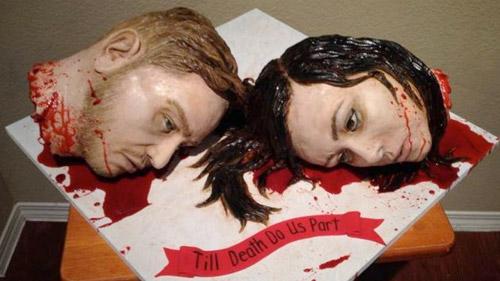 Şi-au făcut tort de nuntă cu propriile capete taiate