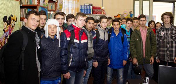 Elevii Liceului cu Program Sportiv (re)descoperă biblioteca