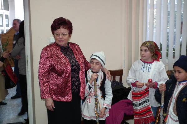 Un grup de copii de la Lipău au colindat angaţii Casei Judeţene de Pensii