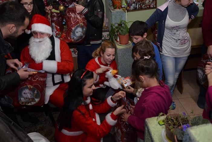 Moşul TDL a oferit cadouri copiilor instituţionalizaţi