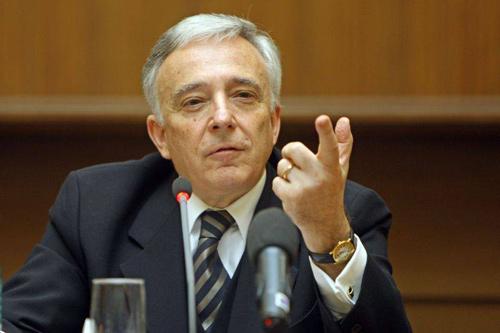 Românii l-ar alege președinte pe Mugur Isărescu