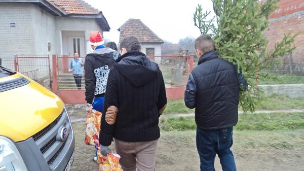 TNL Ardud a oferit cadouri familiilor nevoiaşe
