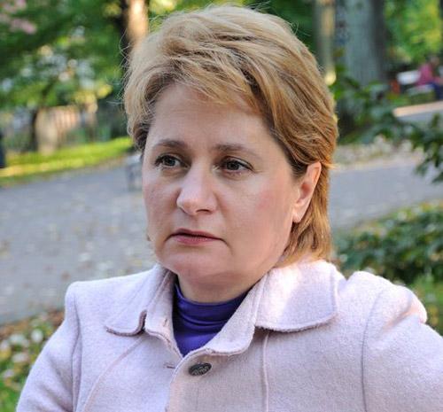 Psihoterapeutul Elena Bilţ îşi va lansa noul volum la Satu Mare