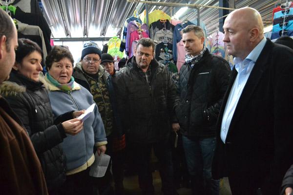 """Primarul Dorel Coica s-a întâlnit cu comercianţii din Piaţa """"Someş"""""""
