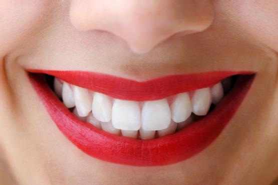 Gata cu dinţii galbeni! Cum să îți păstrezi zâmbetul strălucitor