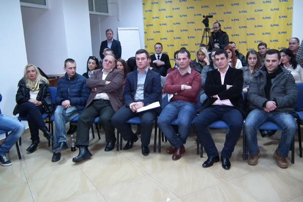Seminar despre gazetărie şi politică, la sediul PNL Satu Mare