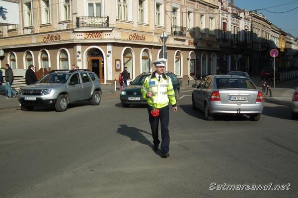 """Şoferiţele """"amendate"""" cu flori de căre poliţişti (galerie foto)"""