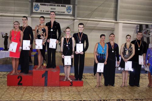Dansatorii de la Royal Dance Club, pe podiumul concursului naţional de la Mediaş