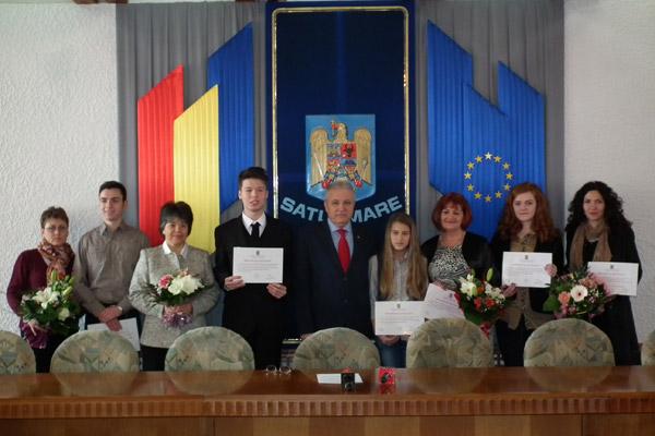 Câştigătorii locului I la olimpiadele şcolare naţionale, premiaţi de prefectul Eugeniu Avram
