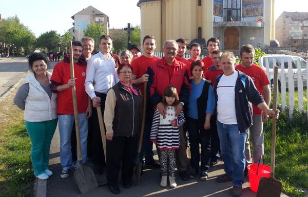 Tinerii social-democraţi au plantat puieţi în cartierul Carpaţi II