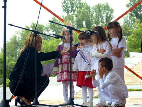 """Peste 200 de copii participă la """"Mini-Folcloriada"""""""