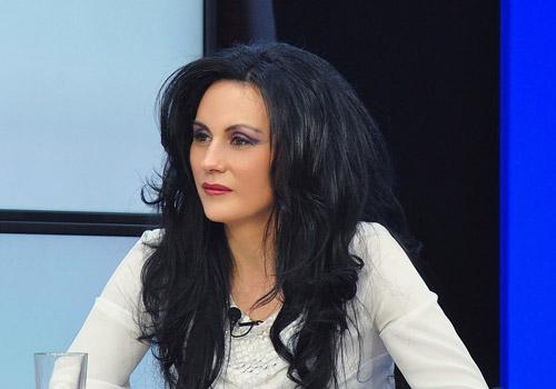 """Dr. Laura Bota: """"Campania PSD confiscă simbolurile naţionale. Campania PMP, cea mai dinamică"""""""