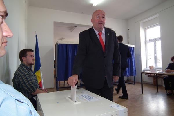 Politicienii judeţului votează (galerie foto)