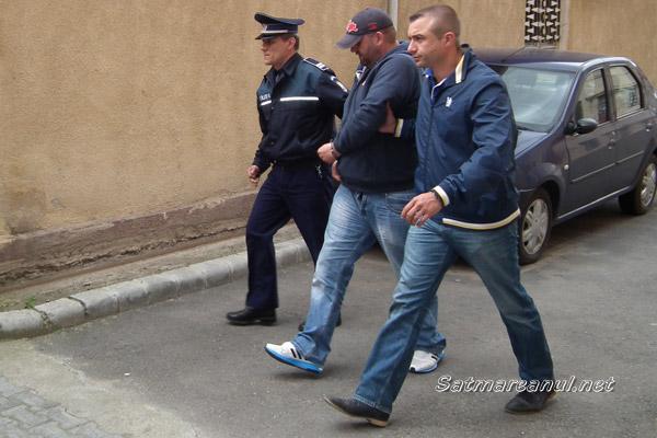 Bărbaţii prinşi cu 20.000 de euro falşi, au fost arestaţi preventiv pentru 10 zile