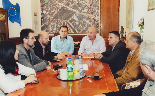 Dorel Coica doreşte urgentarea lucrărilor la blocurile ANL