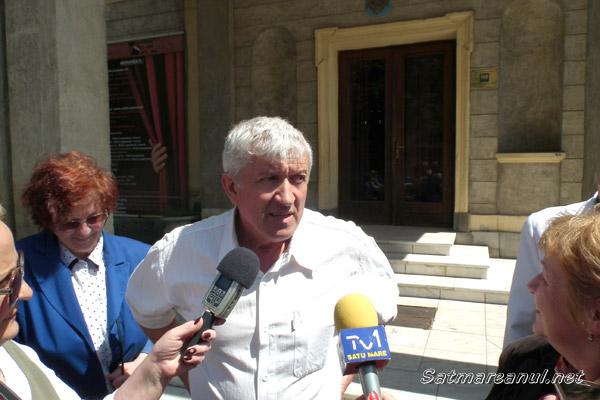 Mircea Diaconu s-a întâlnit azi cu sătmărenii în faţa Teatrului de Nord