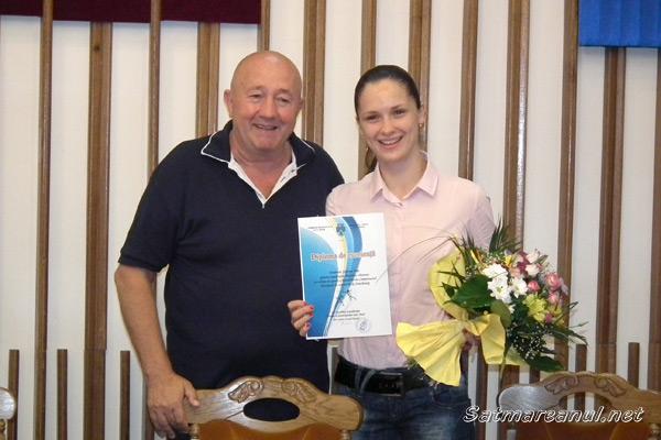Spadasina Simona Pop, premiată de primarul Dorel Coica