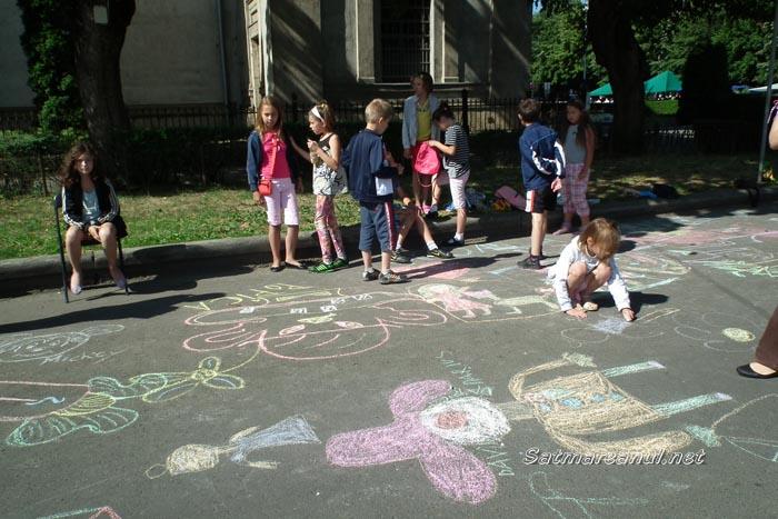 Talent şi imaginaţie la concursul de desene pe asfalt (foto)