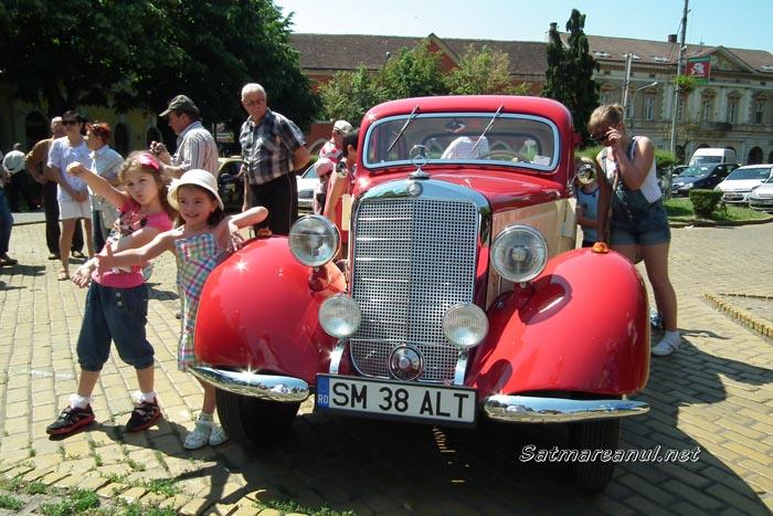 Parada automobilelor retro în centrul Sătmarului (galerie foto)
