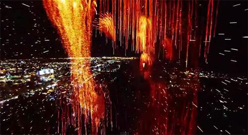 Cum arată un foc de artificii filmat de o dronă ?