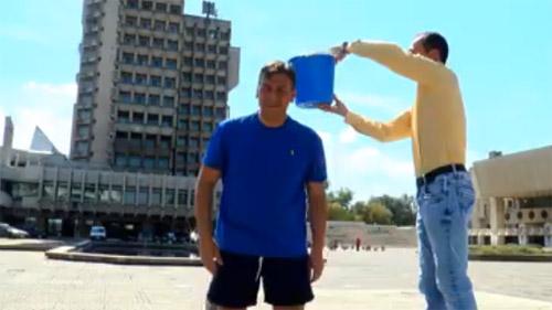"Adrian Ştef a acceptat provocarea ""Ice Bucket Challenge"" (video)"