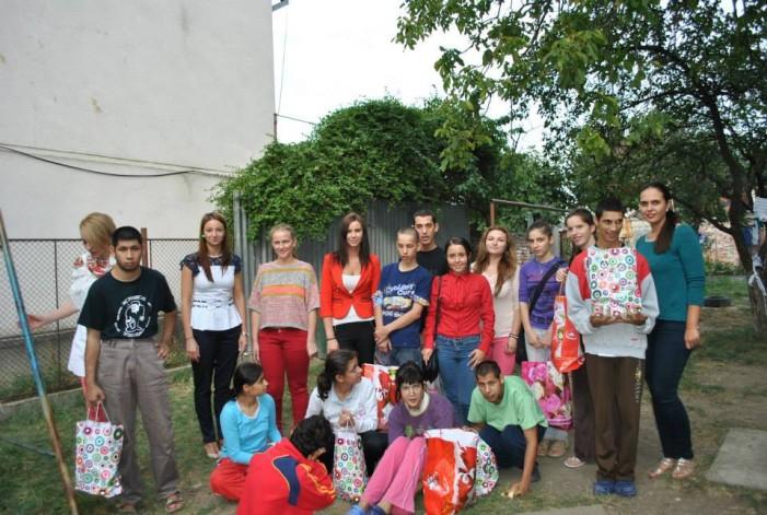 "Liga Tinerele Social-Democrate Satu Mare a donat rechizite copiilor de la Casa ""Maria"""