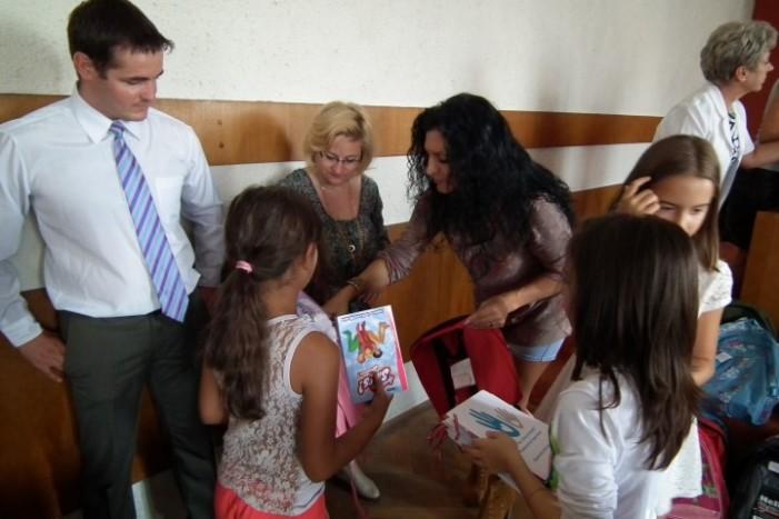 PLR Satu Mare a oferit ghozdane cu rechizite copiilor de pe Ostrovului (Foto)