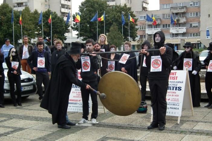 Angajații Teatrului de Nord au protestat în fața Palatului Administrativ (Galerie foto)
