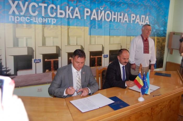 A fost semnat protocolul de intenție privind înfrățirea județului Satu Mare cu raionul Hust din Ucraina
