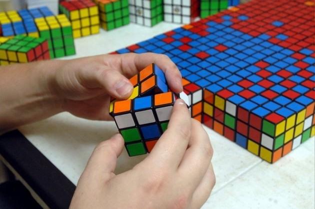 La 14 ani, dublu campion național la rezolvarea rapidă a cubului Rubik