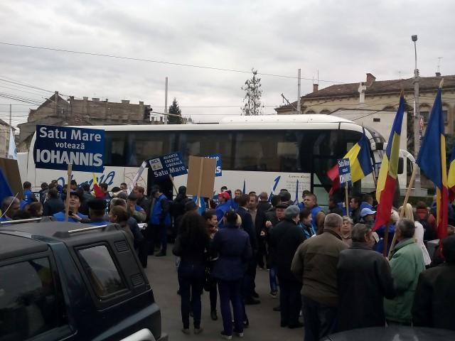 Peste 1000 de susținători sătmăreni ai lui Klaus Iohannis, la mitingul de la Cluj-Napoca