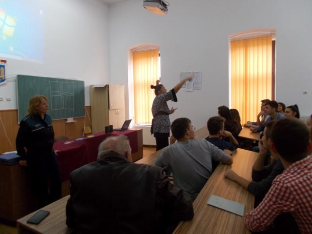 """Activitățile dedicate """"Săptămânii prevenirii criminalității"""", continuă în școlile din Satu Mare"""
