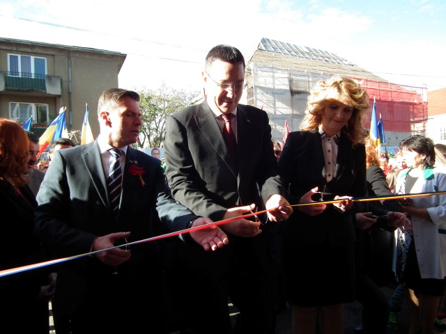 Premierul a tăiat panglica Policlinicii Vechi din Satu Mare (Foto)