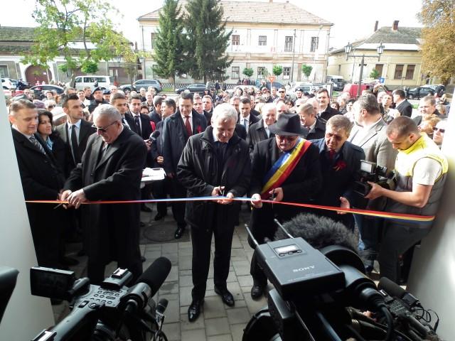 Victor Ponta a participat la inaugurarea noului sediu al Primăriei din Carei