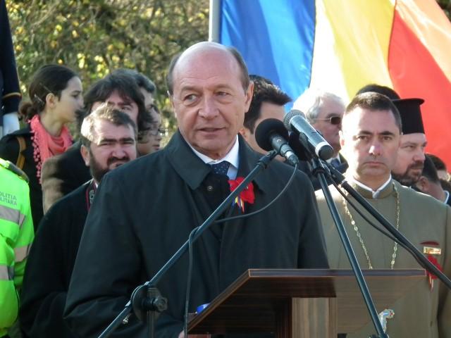 """Traian Băsescu: """"Comandantul armatei, vă mulțumește!"""""""