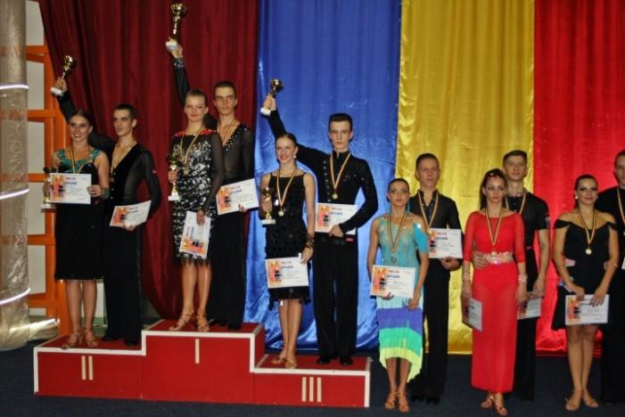 """Opt medalii pentru """"Royal Dance Club"""" la Concursul Național de la Baia Mare"""