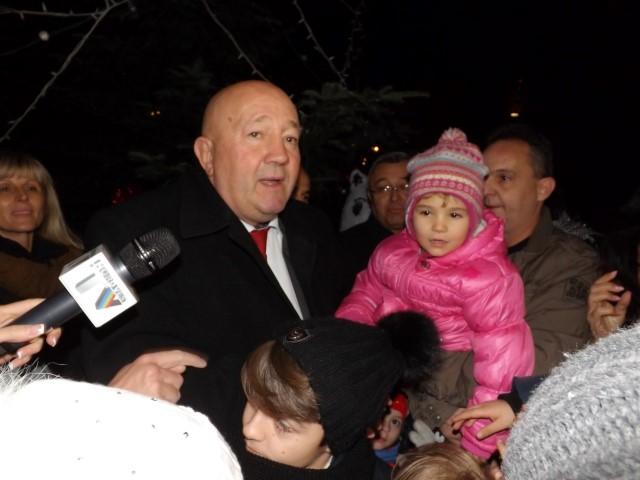 Primarul Dorel Coica a pornit iluminatul ornamental de sărbători (galerie foto)