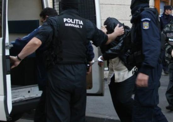 Pedofilul Adrian Nistor a fost ridicat de mascați și dus în arest