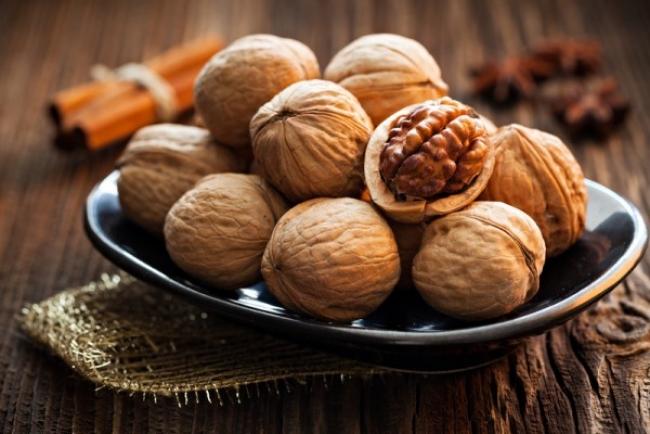 Consumați nuci pentru a vă proteja de bolile cardiovasculare