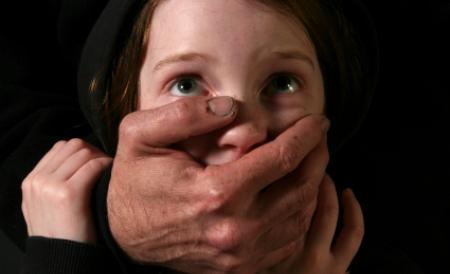 Un fost pușcăriaș a violat un copil de 5 ani din Acâș