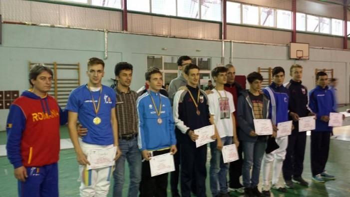 Sătmăreanul Adam Macska a cucerit medalia de bronz la Campionatul Național de spadă pentru cadeți