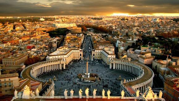 Scandalurile de corupţie zguduie Vaticanul