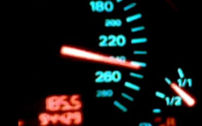 Tânăr din Sebeş, prins în timp ce conducea cu 224 km/h pe Autostrada Transilvania